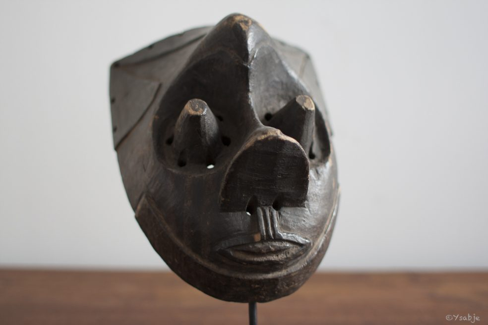 Pwoom Itok masker, Kuba