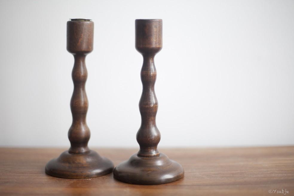 Koppeltje houten kandelaars